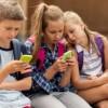 Los niños y el móvil: ¿Cuándo es recomendable comprarles el primer teléfono?