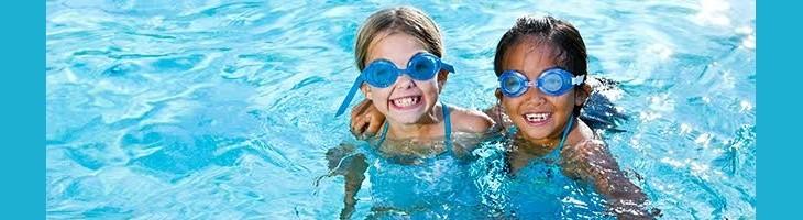 Cuida la higiene de tu hijo en la piscina